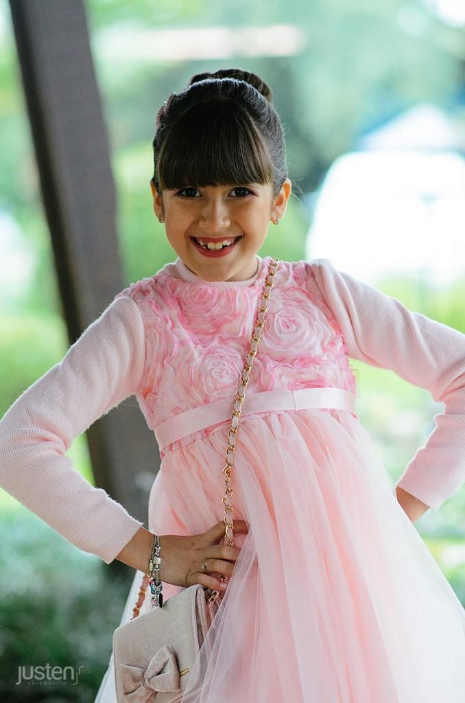 Giulia 9 anos criança feliz sorrindo para a camera fotografado pelo fotografo de familia justen jr