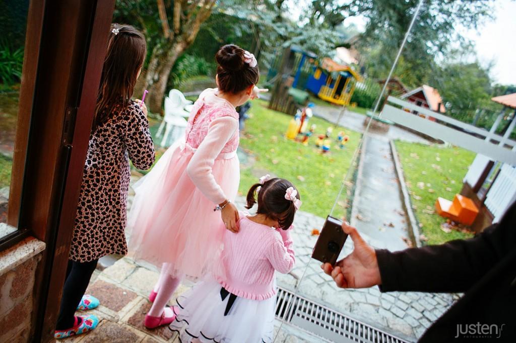 Crianças brincando no playground do buffet allegro em santa felicidade curitiba