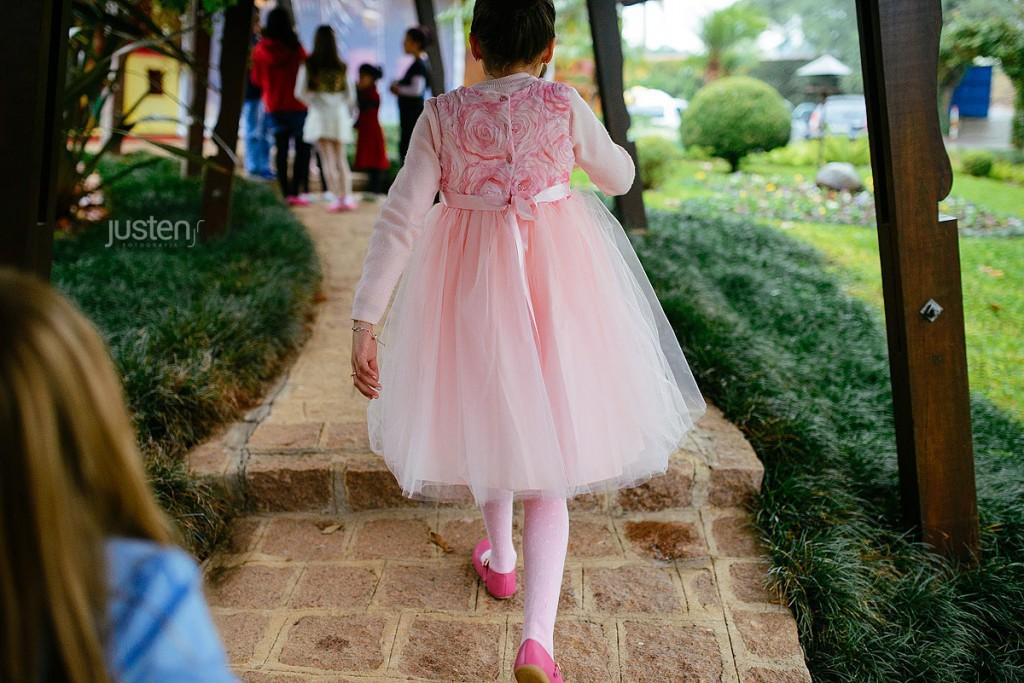 Giulia Chelles em seu aniversario de 9 anos andando no Allegro buffet
