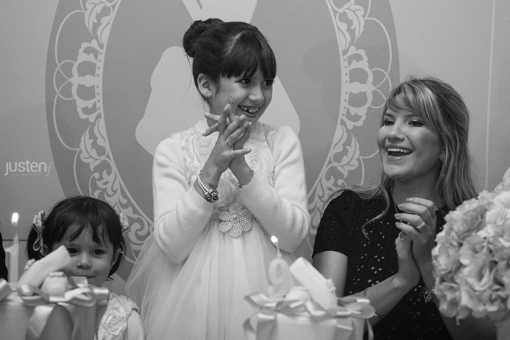 Giulia Chelles encantada com seu aniversario com Mari Chelles sua mãe