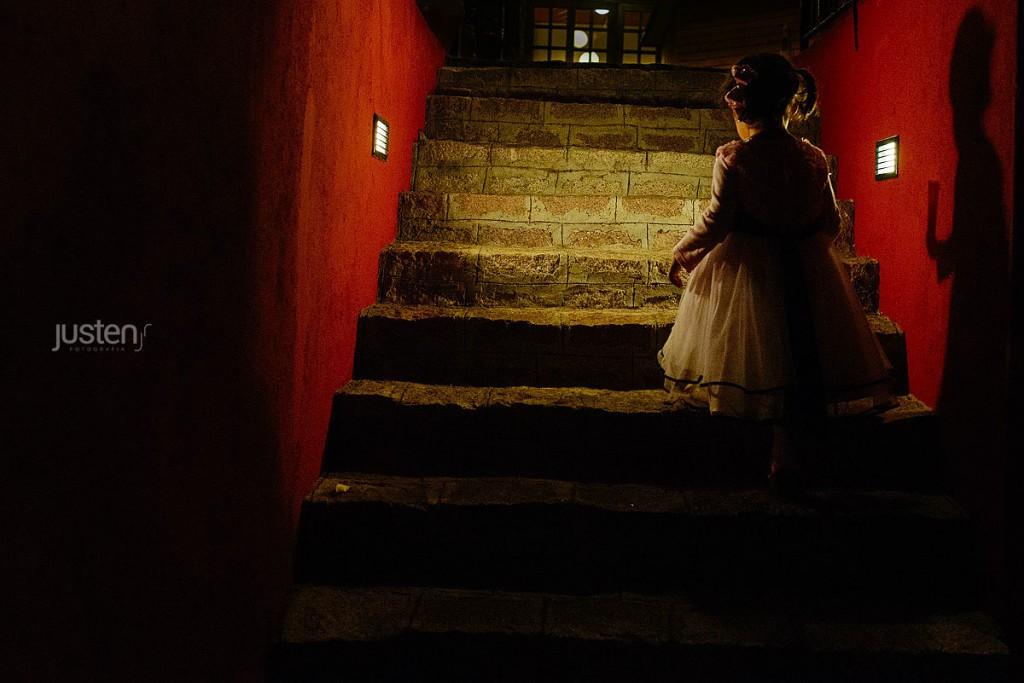 criança na escada