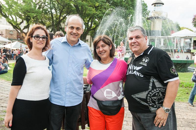 Gustavo Freut atual prefeito da cidade de Curitiba fazendo sua presença no Batel Soho na praça da espanha.