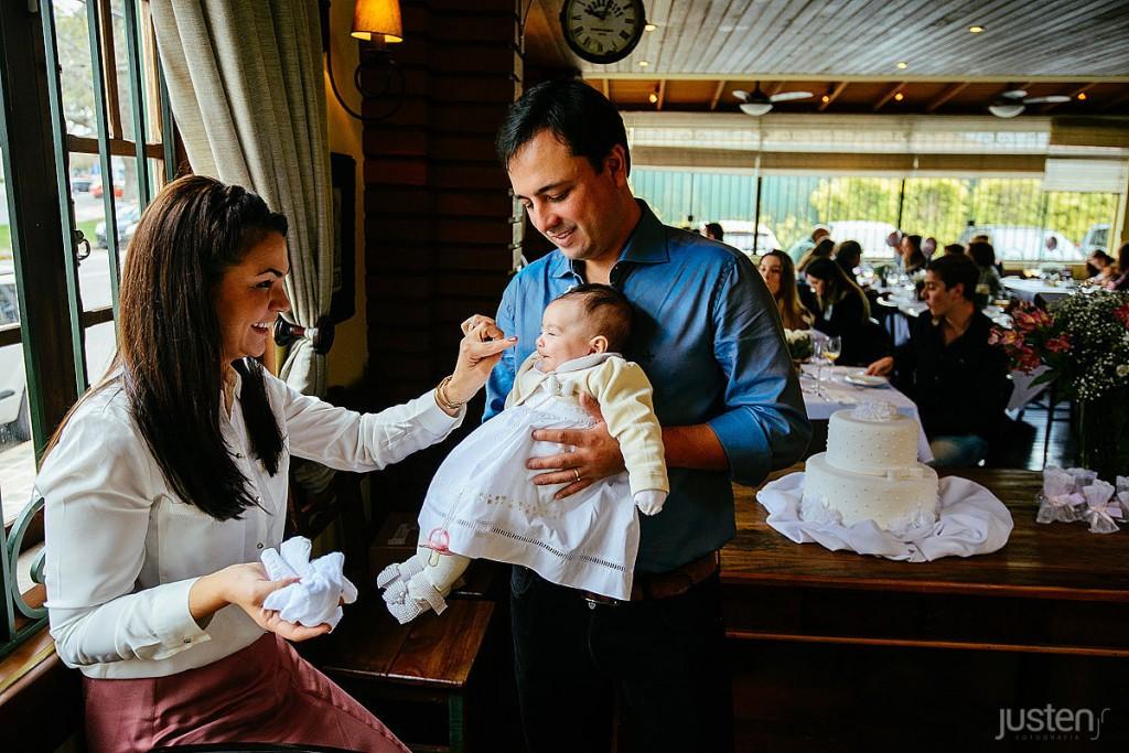 Glaucia boaron brincando com sua filha Cecilia boaron