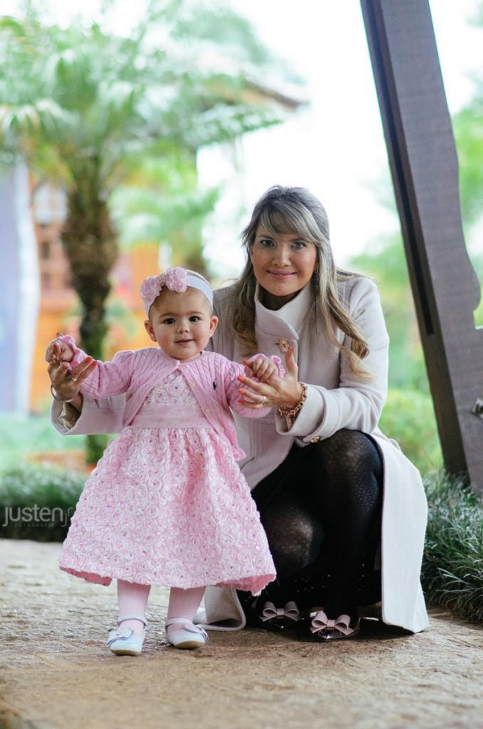 Mari chelles e sua filha Lorena em seu aniversario de 01 ano no Allegro em Curitiba Santa felicidade