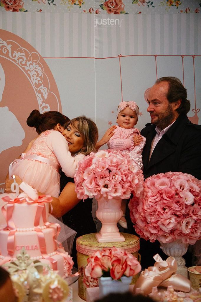 Giulia Chelles e familia em seu aniversário decorado por mariana sperb decoração de festas infantil