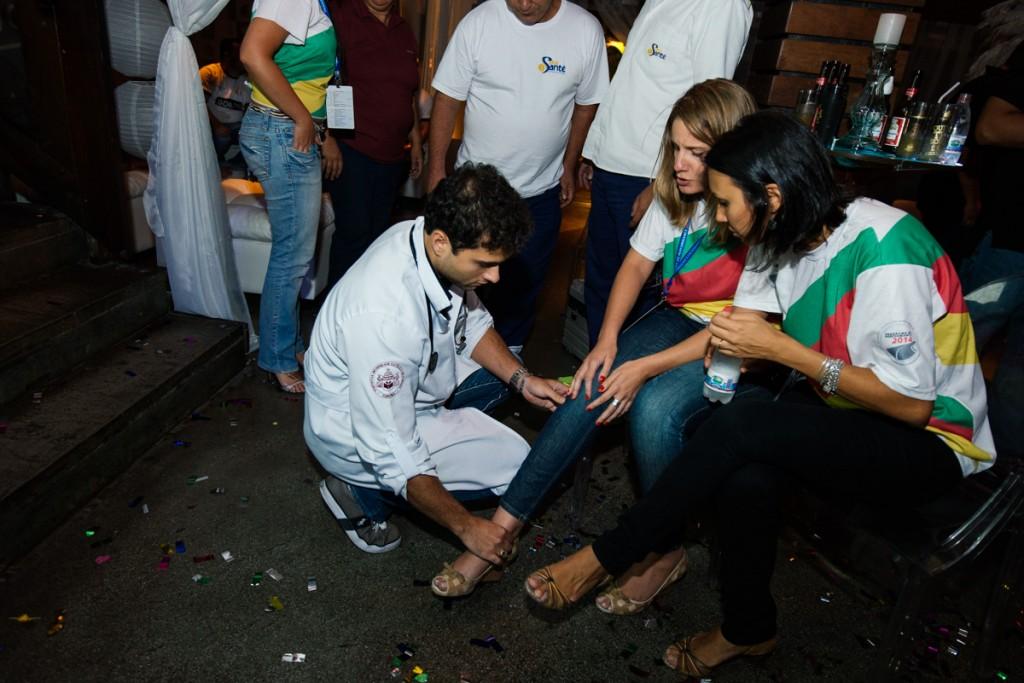 Atendimento de ambulância dando suporte a um convidado em um evento da Philip Morris que aconteceu na Woods