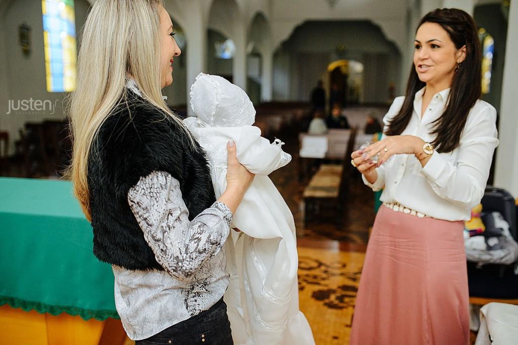 Cecília Boaron com sua roupa de Batismo batizado em Curitiba